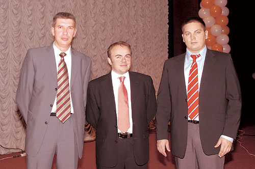 Вовремя конференции (слева направо): Олег Вовк, Стивен Кончи иБорис Лабенский