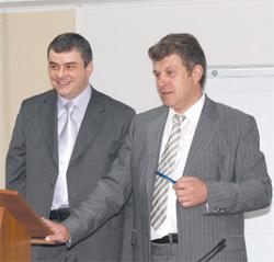 Александр Яворский,  президент группы компаний «Биокон» (справа), и Олег Курченко, исполнительный директор группы компаний «Биокон», отвечают на вопросы