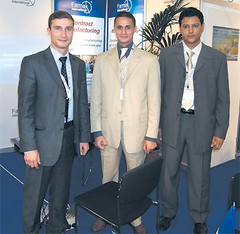 Сергій Ничипорук (ліворуч) разом з представниками компанії «Al SharQ» (Лівія)
