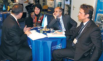 Олег Сяркевич (ліворуч) під час переговорів з представниками компанії «MIAT S.p.A.» (Італія)