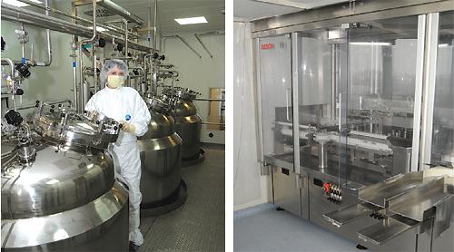Коли завантаження скомпоновано, починається стадія приготування. У скляному реакторі відбувається термостація: згідно з технологією розчин повинен охолоджуватись, нагріватись, витримуватись, тут багато тонкощів. Робочі реактори, крізь які через відповідні фільтраційні системи відбувається розлив готового препарату, потім здійснюється  стерилізація, укупорка та маркування флаконів, проставляється термін придатності та номер серії