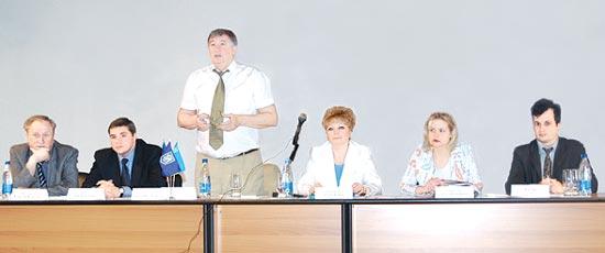 Впрезидії (зліва направо): В'ячеслав Виноградов, Денис Гарцилов, Валерій Печаєв, Олена Кричевська, Світлана Зброжек, Валерій Нікітюк