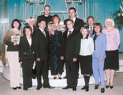 Дружный коллектив представительства компании «Мили Хелскере Лтд.» вУкраине снаградой «Панацея-2004»