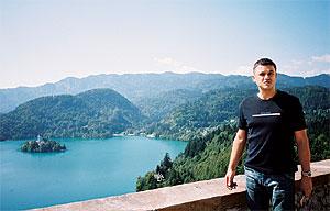 Вид сзамка наозере Блед: Андрей Костарев.