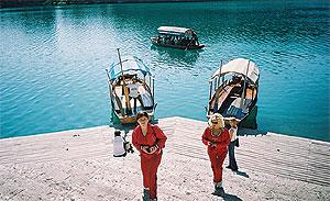 Алина Олексенко (заведующая аптечным киоском ООО «Форта», г.Днепропетровск), Жанна Любка (директор МЧП «Медис», г. Мукачево) - вокрестностях озера Блед.