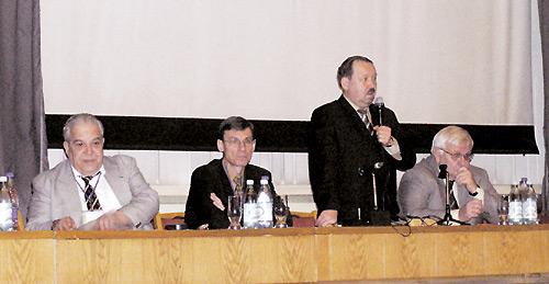 Впрезидиуме конференции (слева направо): Алексей Викторов, Игорь Зупанец, Владимир Коваленко, Георгий Дзяк