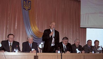 Леонід Ковальчук, ректор Тернопільського державного медичного університету ім. І.Я. Горбачевського МОЗ України, відкриває конференцію