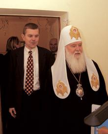Виктор Шафранский показывает новый офис Патриарху Киевскому ивсея Руси-Украины Филарету