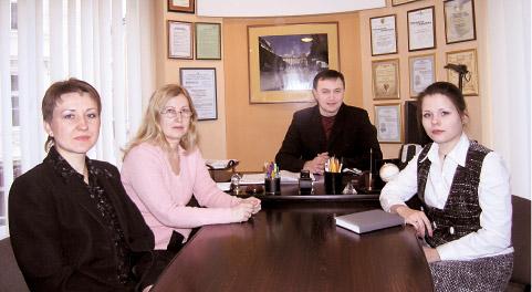 Учасники бесіди — члени робочої групи із запровадження стандартів ISO 9001-2001 (зліва направо): Любов Дуб, Лідія Дьоміна, Олег Никулишин, Христина Лисканич