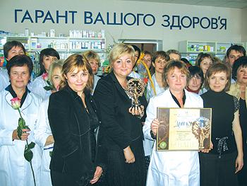 Колектив аптеки № 74 Оболонського району Києва приймає вітання від керівництва КП «Фармація»