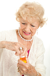 Пациенты старшего возраста невнимательно относятся кпредупреждающим надписям наупаковках препаратов