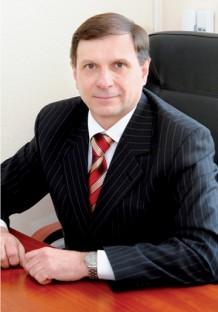 Юрий Васильевич Подпружников , доктор фармацевтических наук, профессор кафедры управления качеством Национального фармацевтического университета, cертифицированный экспертами ЕС специалист/преподаватель/инспектор GMP иGDP, отец-основатель украинского GMP/GDP-инспектората