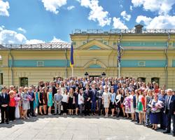 Президент України відзначив державними нагородами кращих медичних працівників