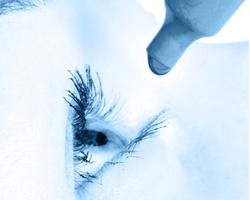 Дискомфорт при ношении контактных линз: когда обратиться к врачу?