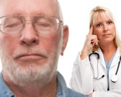 Що може вдвічі знизити ризик смерті у літніх людей з переломом стегна?
