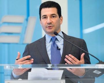 С. Готтлиб оставляет пост руководителя FDA ради детей ижены, урожденной Немирофф