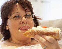 Лишние килограммы связывают сразвитием рака желудка ипищевода