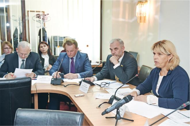 Профільний комітет пропонує провести парламентські слухання щодо розвитку фармгалузі